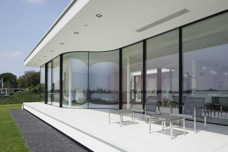 Achtergevel:  Terras door Lab32 architecten