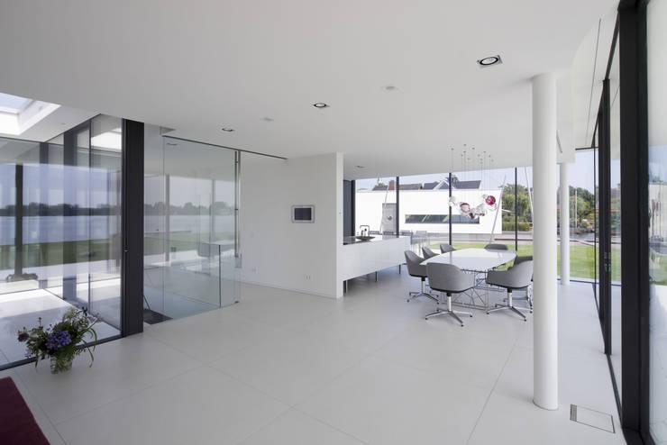 Living room by Lab32 architecten