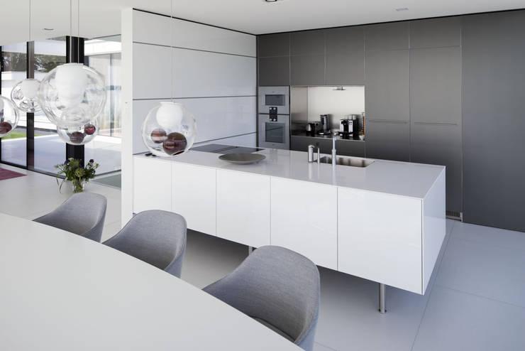Keuken: moderne Keuken door Lab32 architecten