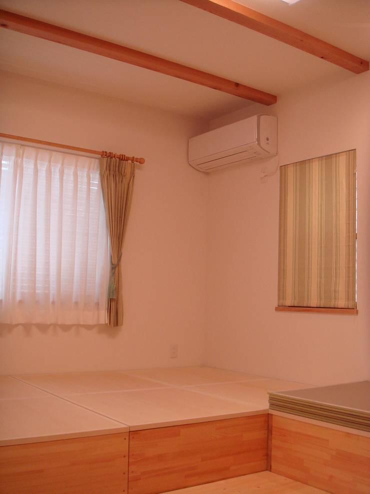 平野の家: 株式会社 atelier waonが手掛けたリビングです。,