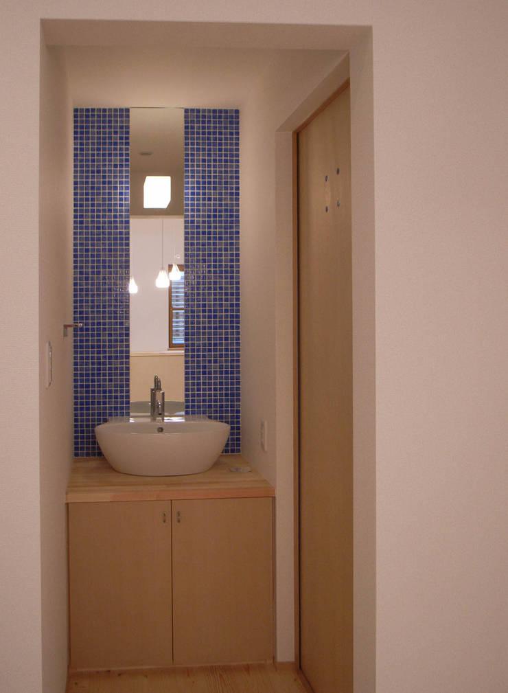 平野の家: 株式会社 atelier waonが手掛けた浴室です。,
