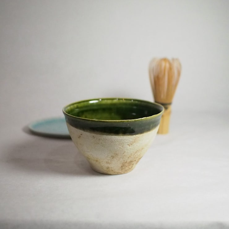 サイズにコダワッタ卓上用の抹茶茶碗「Modern series ORIBE 小服茶碗」: 愚陶庵が手掛けたキッチンです。