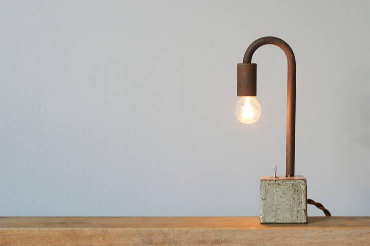 gaitou-lamp tō: Tetsu Mokuが手掛けたリビングルームです。