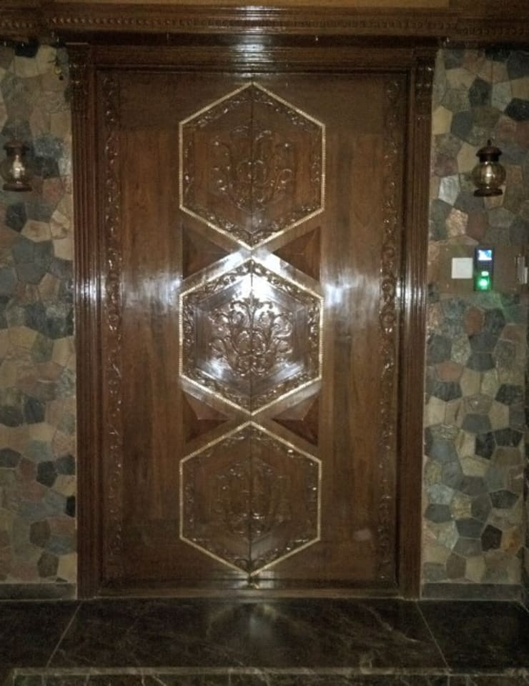 Main Door Design : classic  by Alaya D'decor,Classic Wood Wood effect