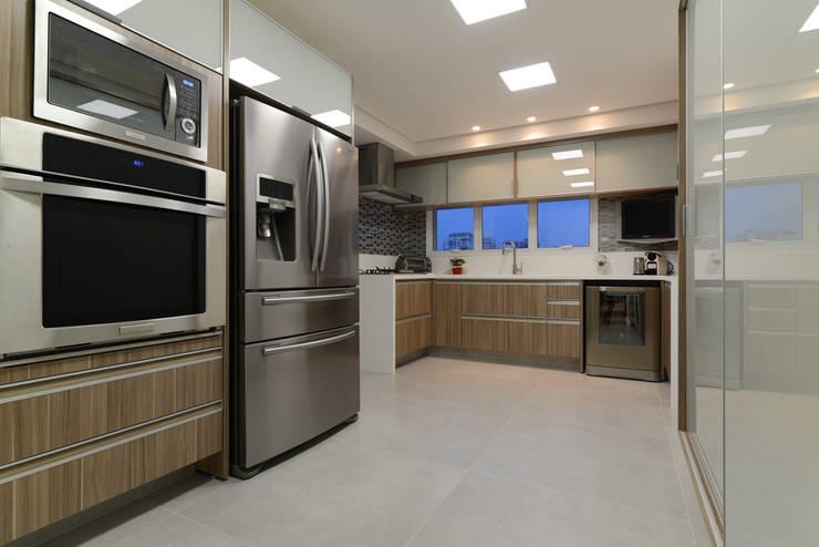 Cozinha funcional: Cozinhas modernas por Rocha Sol