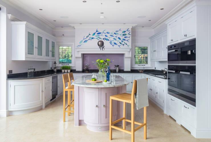 Esher Kitchen: classic Kitchen by Lewis Alderson