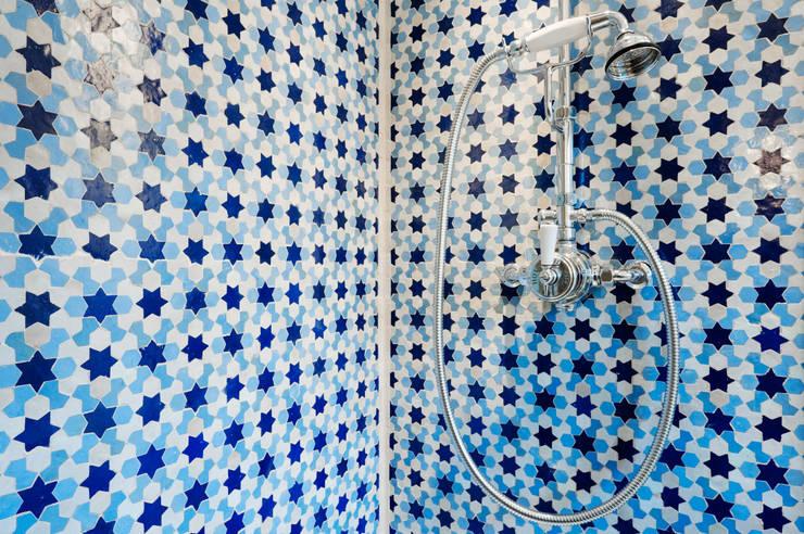 Banheiros modernos por Trewin Design Architects