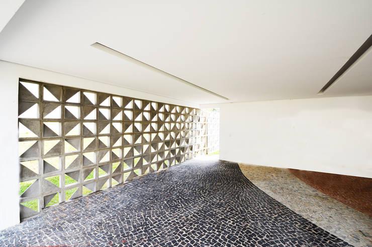 Casa CA: Garagens e edículas  por Arquitetura 1