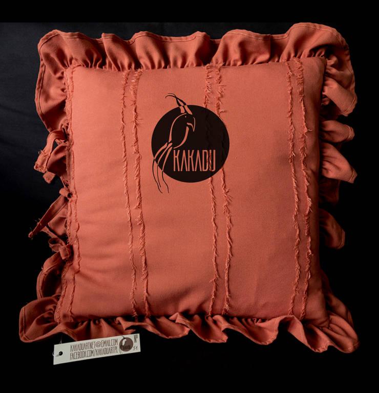 Pomarańczowa poduszka: styl , w kategorii Salon zaprojektowany przez Styl i Wnętrze
