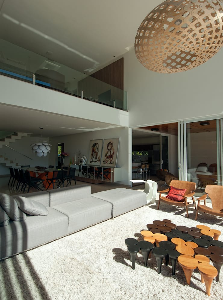 Casa Aldeia 082: Salas de estar  por dayala+rafael arquitetura