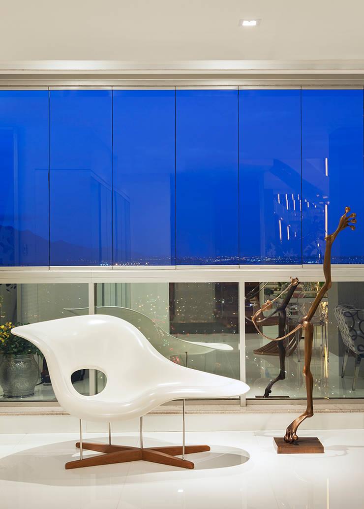 AQVA: Salas de estar  por daniela andrade arquitetura,Moderno