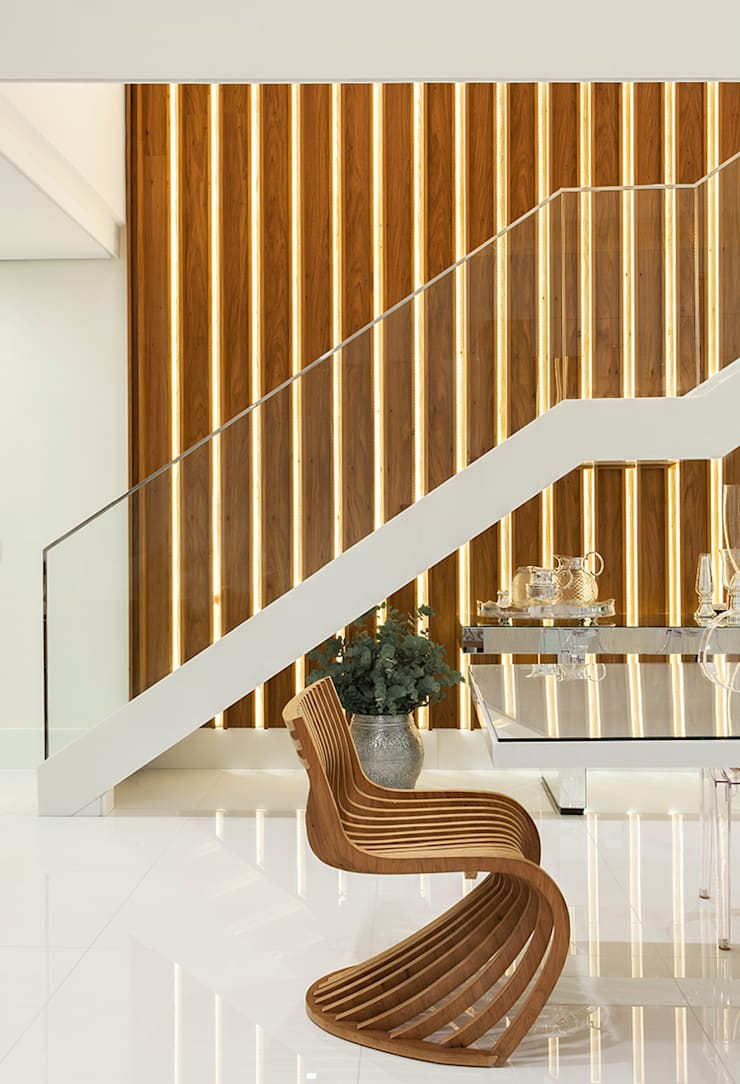 Escada AQVA: Salas de jantar  por daniela andrade arquitetura