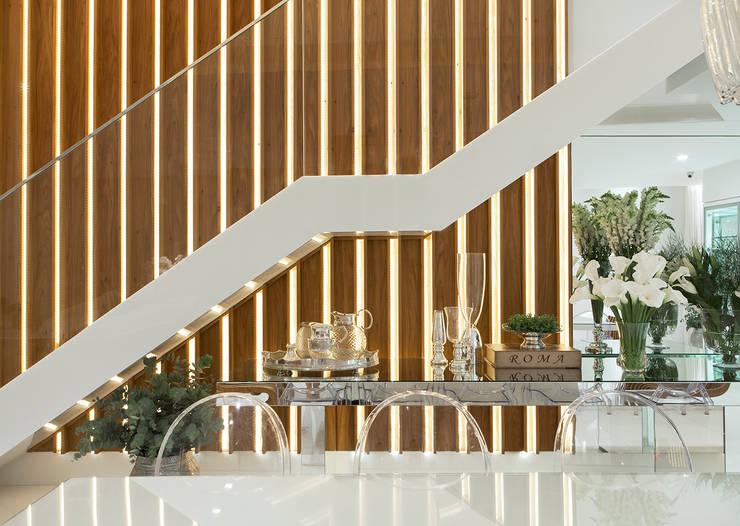 AQVA Detalhes: Salas de jantar  por daniela andrade arquitetura