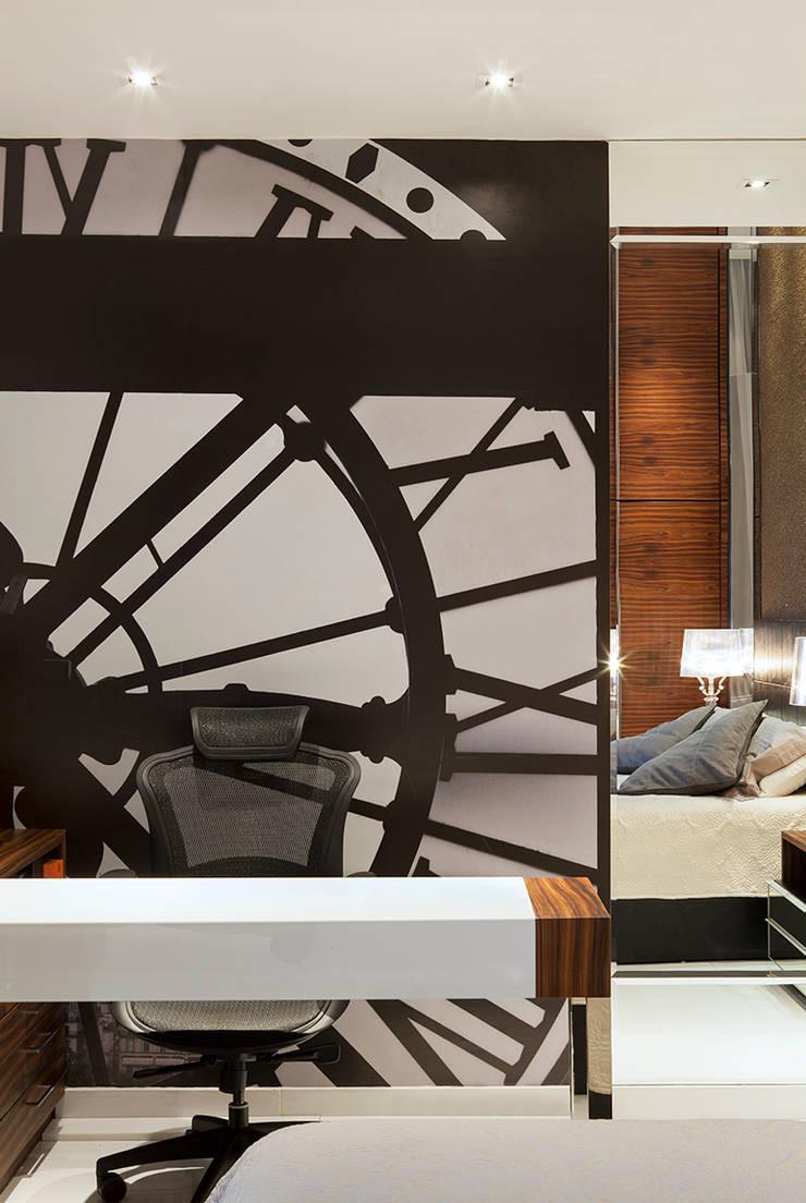 Suite do Casal AQVA: Escritórios  por daniela andrade arquitetura,Moderno