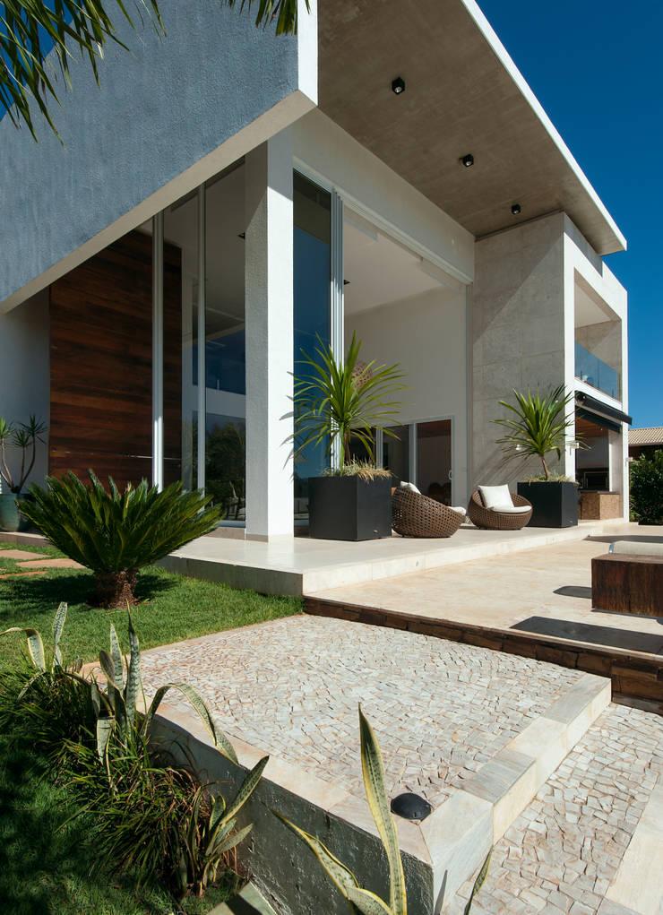 Casa Aldeia 082: Casas  por dayala+rafael arquitetura