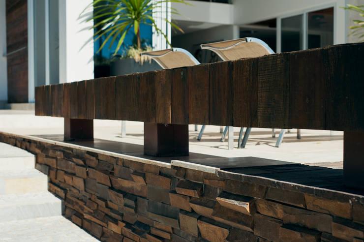 Casa Aldeia 082: Terraços  por dayala+rafael arquitetura