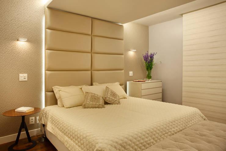 apartamento Peninsula - Barra da Tijuca: Quartos  por Isabela Lavenère Arquitetura