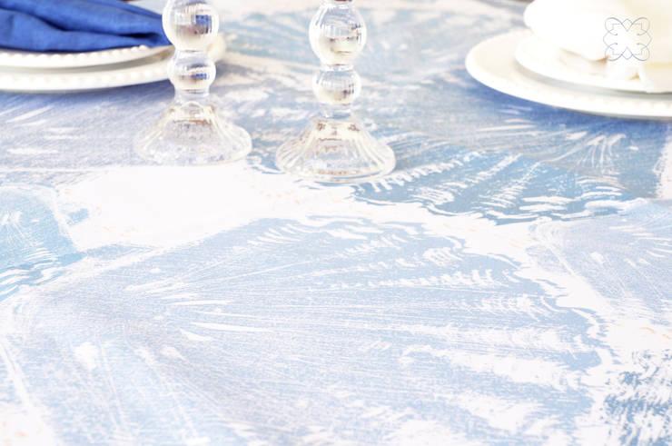 Toalha de mesa Conchas+Areia: Sala de jantar  por Bananeira Interiores