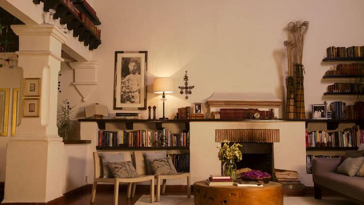 Sala antes de adornarla para Navidad.:  de estilo  por MARIANGEL COGHLAN