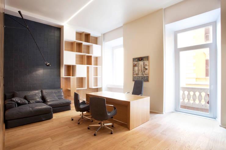 CASA LKY: Studio in stile  di FAUSTO DI ROCCO ARCHITETTO