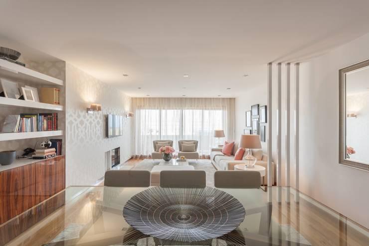 Espinho . Interdesign: Sala de jantar  por Interdesign Interiores