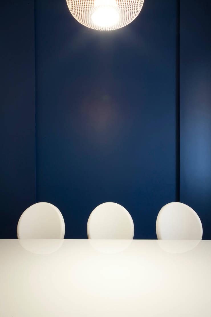 CASA LKY: Sala da pranzo in stile  di FAUSTO DI ROCCO ARCHITETTO