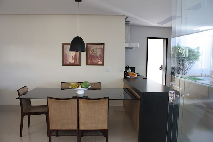 Sala de Jantar da Casa L: Salas de jantar  por FAGM Arquitetos
