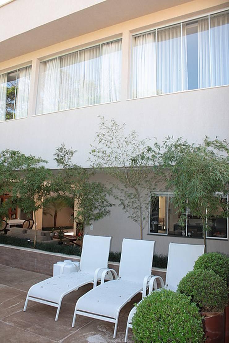 Varanda externa da Casa L: Terraços  por FAGM Arquitetos