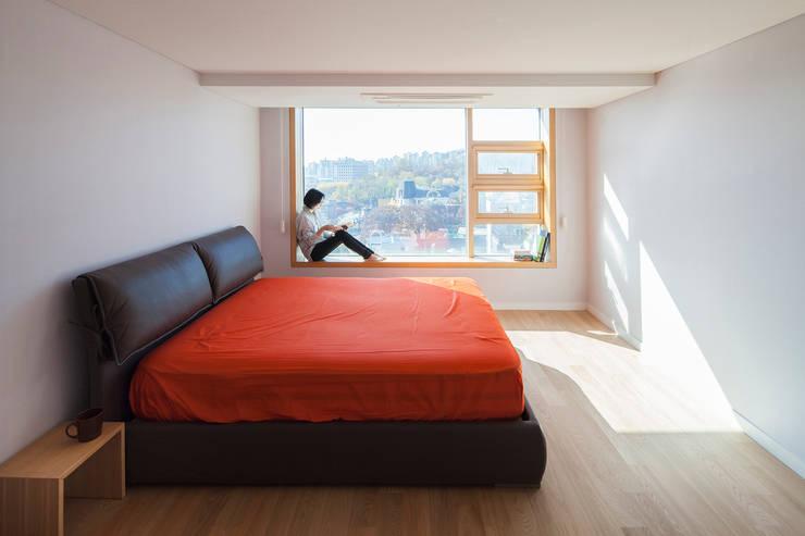자작나무 ㄱ집 / Birch House: 수상건축의  침실
