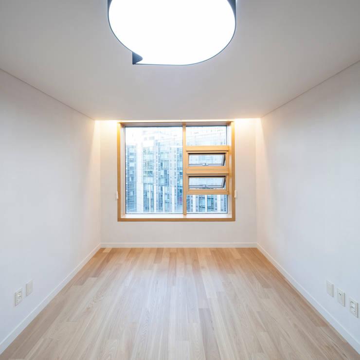 자작나무 ㄱ집 / Birch House: 수상건축의  아이방