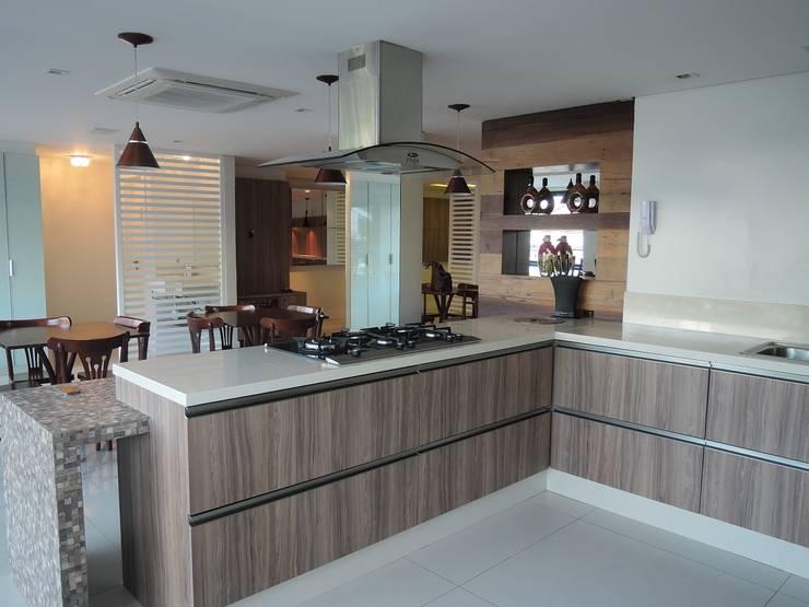 Salão de festas: Cozinhas modernas por Tatiana Junkes Arquitetura e Luminotécnica