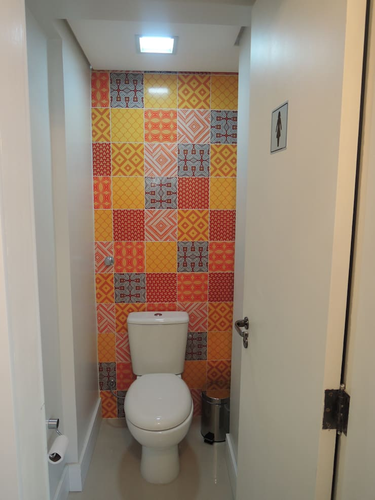 Salão de festas - banheiro feminino: Banheiros modernos por Tatiana Junkes Arquitetura e Luminotécnica