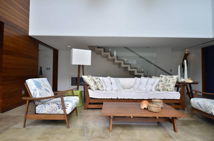 ห้องนั่งเล่น by HECHER YLLANA ARQUITETOS