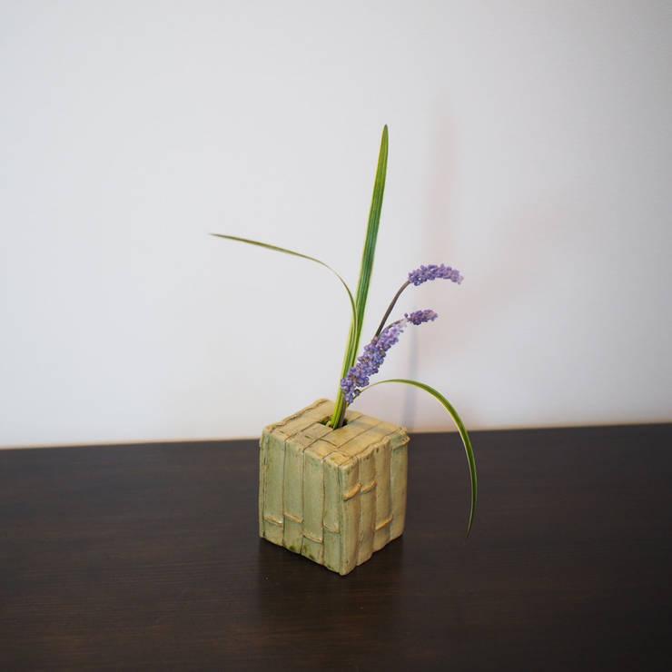 Bamboo Motif series  Flower vases: 愚陶庵が手掛けた家庭用品です。