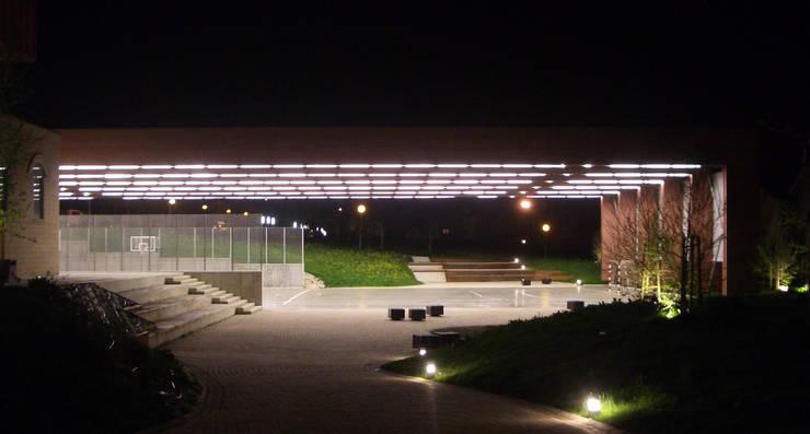 CUBIERTA PARA PISTA DEPORTIVA en Artica. Pamplona Jardines de estilo moderno de asieracuriola arquitectos en San Sebastian Moderno