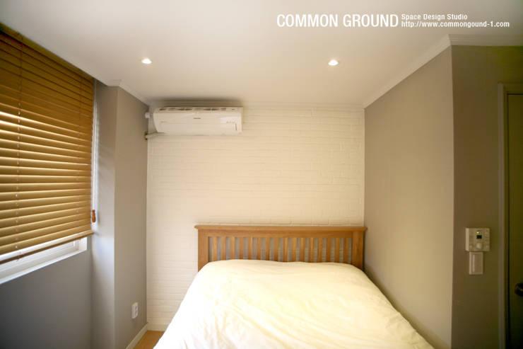 Camera da letto in stile  di 커먼그라운드