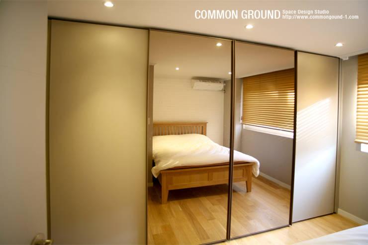 Dormitorios de estilo escandinavo por 커먼그라운드