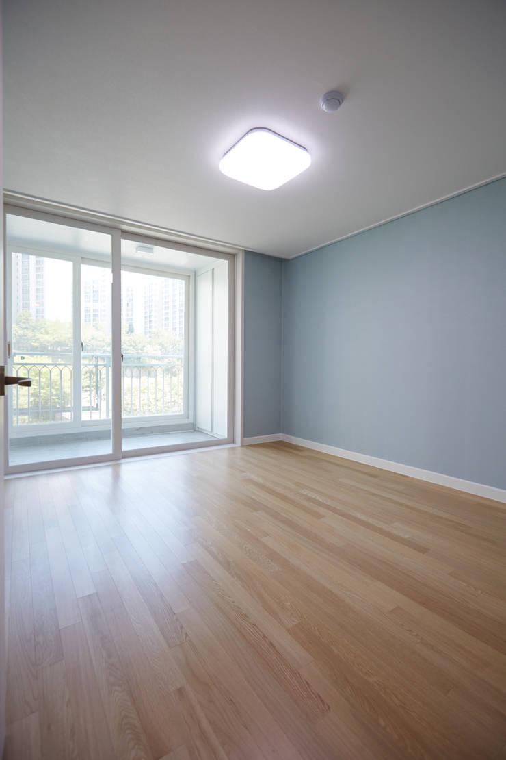 마북동 LG 자이아파트 리모델링 (Before & After): DESIGNSTUDIO LIM_디자인스튜디오 림의  거실