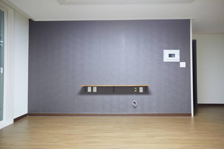 미아동 SK 북한산 시티 아파트 리모델링 (Before & After): DESIGNSTUDIO LIM_디자인스튜디오 림의  거실