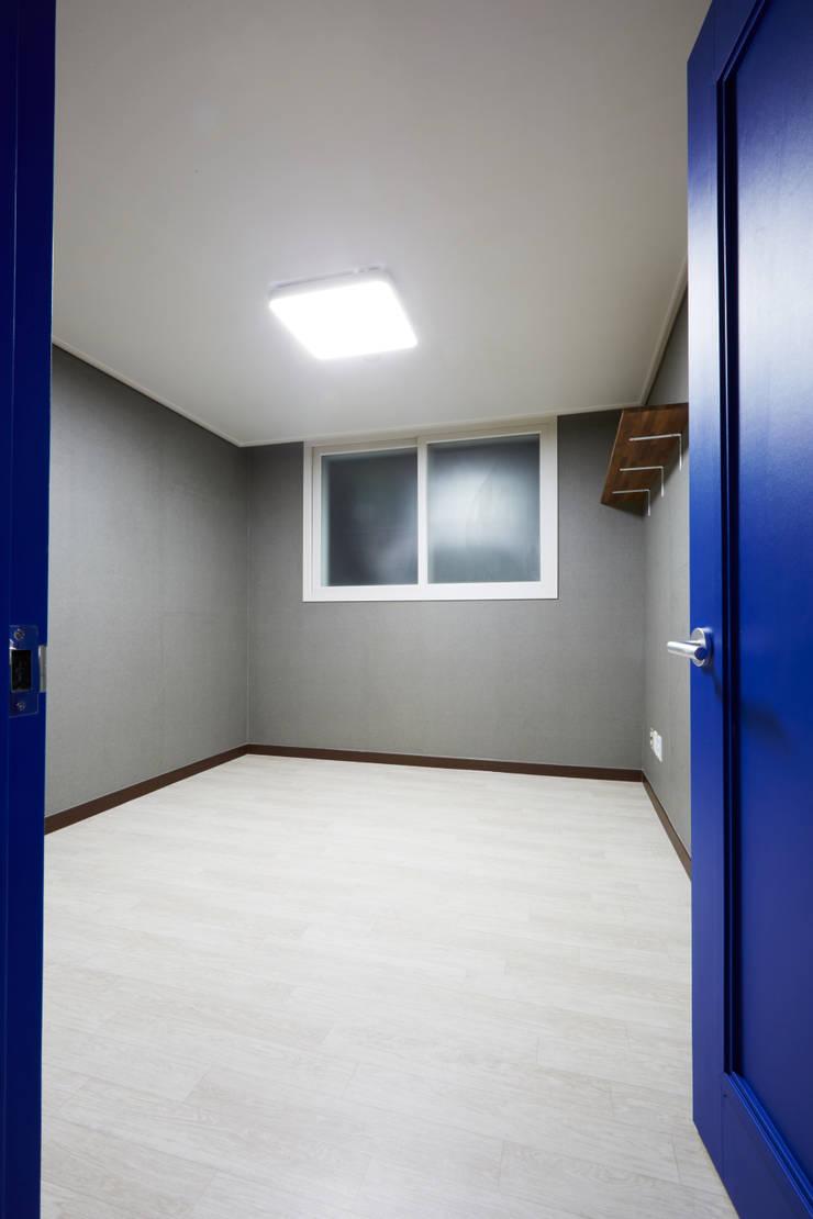 미아동 SK 북한산 시티 아파트 리모델링 (Before & After): DESIGNSTUDIO LIM_디자인스튜디오 림의  침실