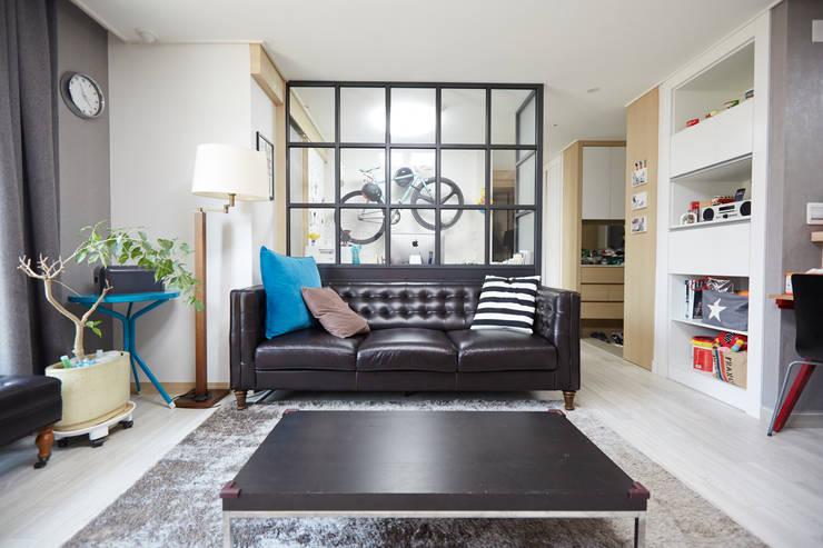 Living room by DESIGNSTUDIO LIM_디자인스튜디오 림