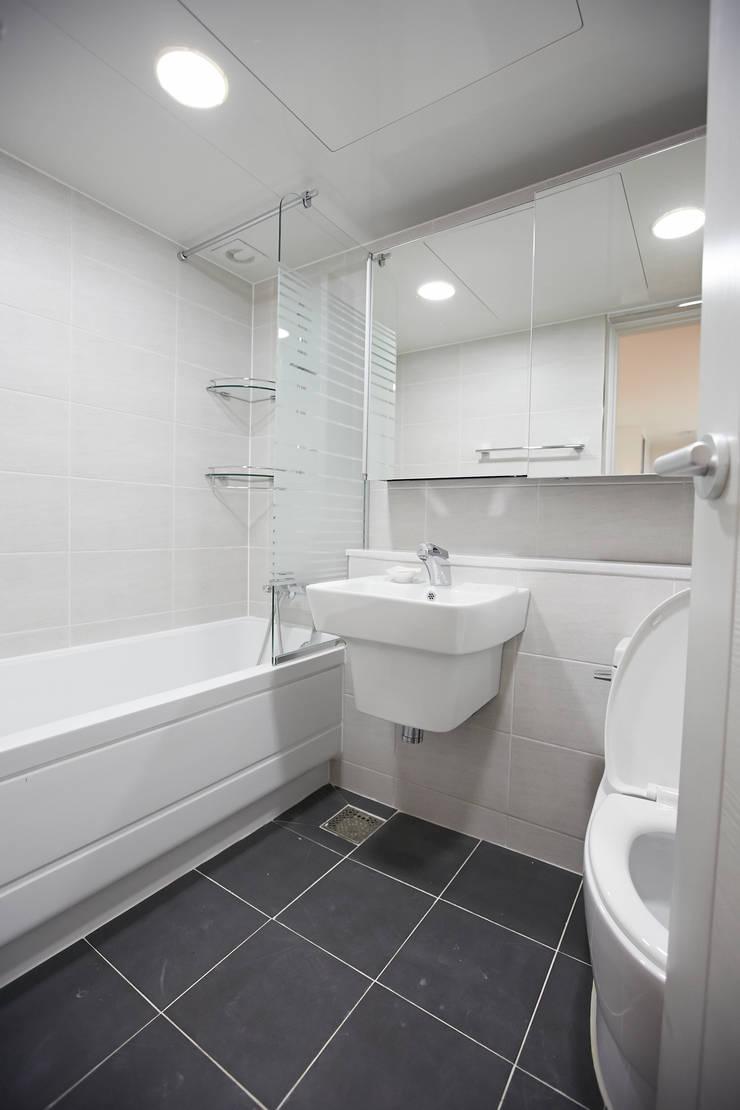 사당동 현대아파트 리모델링 : DESIGNSTUDIO LIM_디자인스튜디오 림의  욕실
