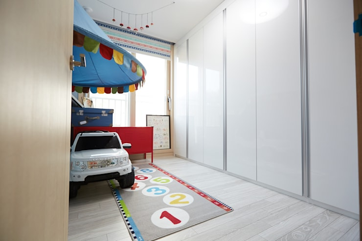 Chambre d'enfant de style  par DESIGNSTUDIO LIM_디자인스튜디오 림