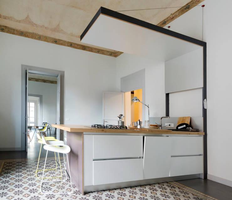 Projekty,  Kuchnia zaprojektowane przez Studio Associato 3813