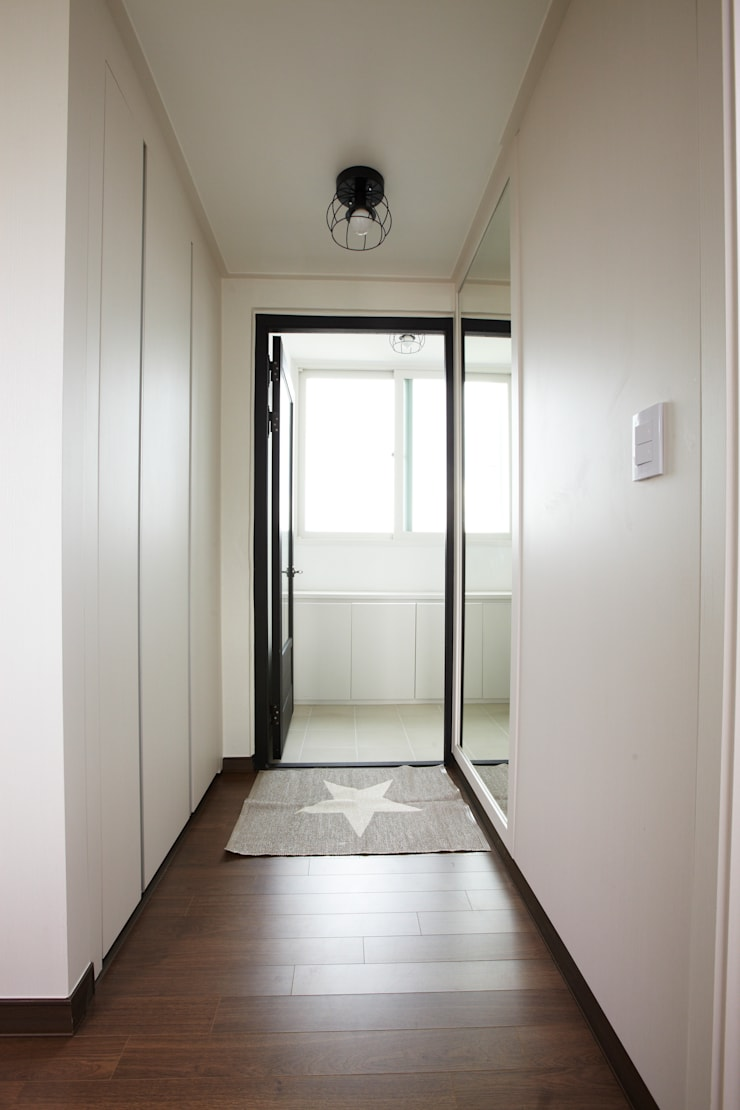 죽전 한양수자인아파트 리모델링 : DESIGNSTUDIO LIM_디자인스튜디오 림의  복도 & 현관