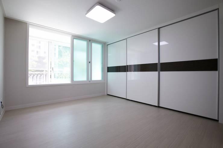 쌍령동 동성아파트 리모델링 (Before & After): DESIGNSTUDIO LIM_디자인스튜디오 림의  침실