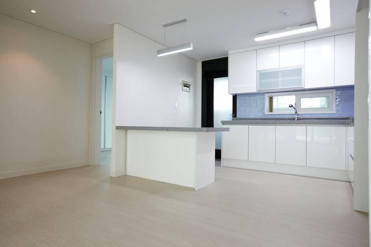 쌍령동 동성아파트 리모델링 (Before & After): DESIGNSTUDIO LIM_디자인스튜디오 림의  다이닝 룸