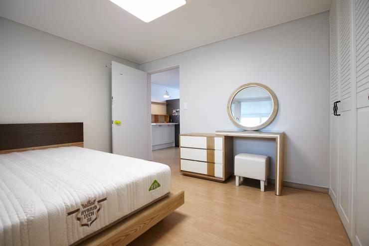 천호동 우정 아파트 리모델링 : DESIGNSTUDIO LIM_디자인스튜디오 림의  침실