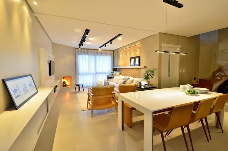 decoração despojada, acolhedora de linhas retas: Salas de jantar  por karen feldman arquitetos associados,