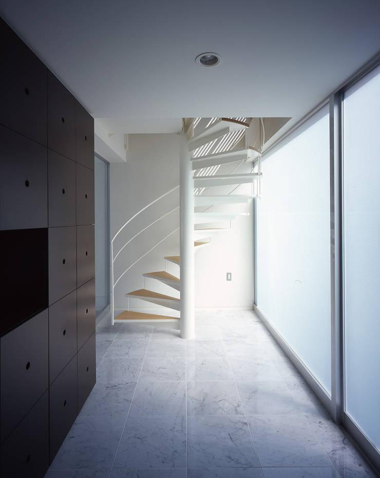 ELEMENT HOUSE オリジナルスタイルの 玄関&廊下&階段 の 株式会社CAPD オリジナル